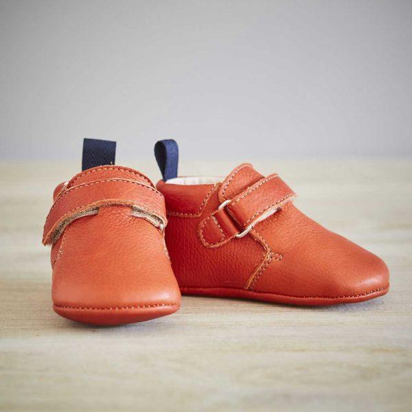 Lazare chaussons bébé modèle Achille rouge orangé