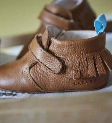 chaussons bébé en cuir souple marron à franges