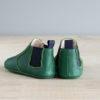 chausson cuir souple type boots verte de derriere