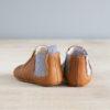chausson chelsea boots couleur marron et gris de derrière