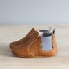 chausson chelsea boots couleur marron et gris de profil