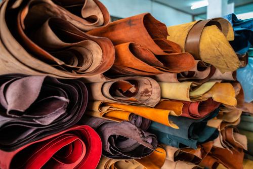 cuirs de plusieurs couleurs à tannage végétal