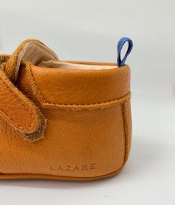 chaussons bébé en cuir souple Achille camel vu talon