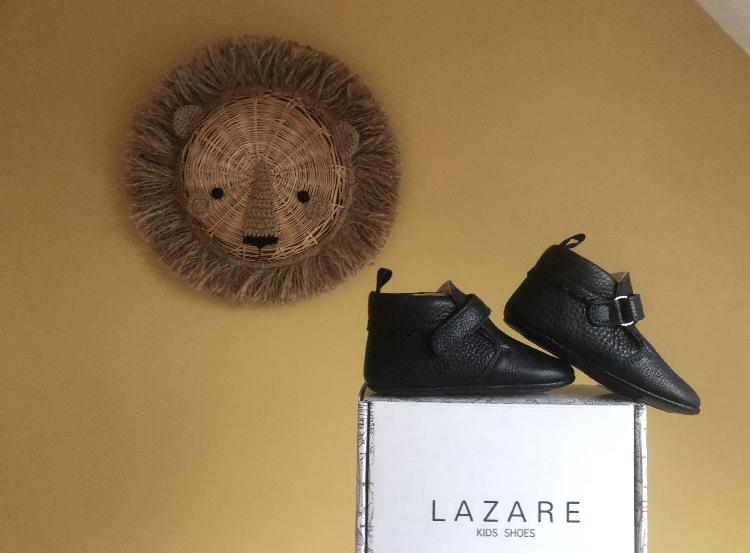 chausson cuir souple suzanne bleu marine sur boite de chaussures