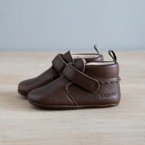 chausson en cuir marron avec noeud de côté