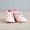 chausson bébé rose de face
