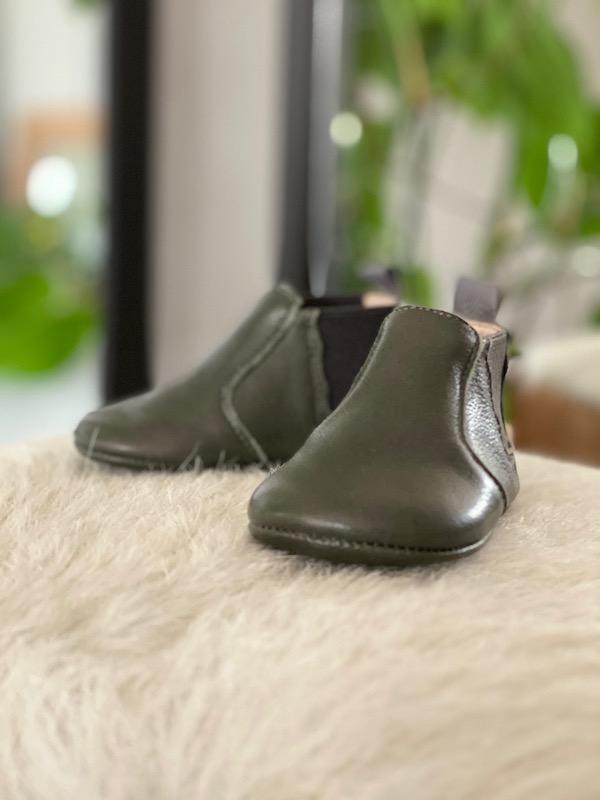chausson en cuir gris sur peau lainée