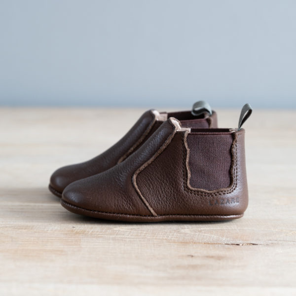 chaussons bébé en cuir souple Oscar chocolat élastique chocolat