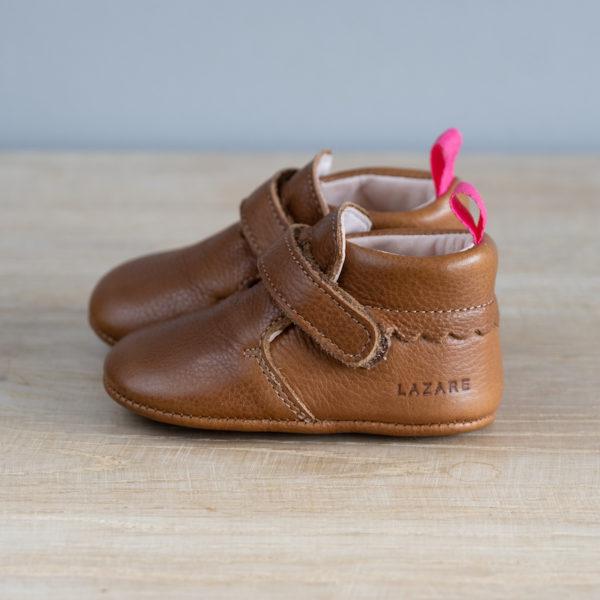 chaussons bébé en cuir souple Arielle marron vu coté