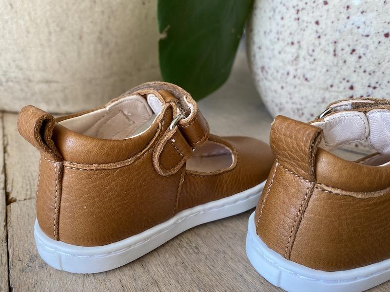 chaussures premiers pas Hippolyte en cuir souple marron vu arrière