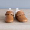 Chaussons bébé Achille marron col blanc en cuir souple vu face