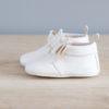 Chaussons bébé Arielle blanc en cuir souple vu de coté