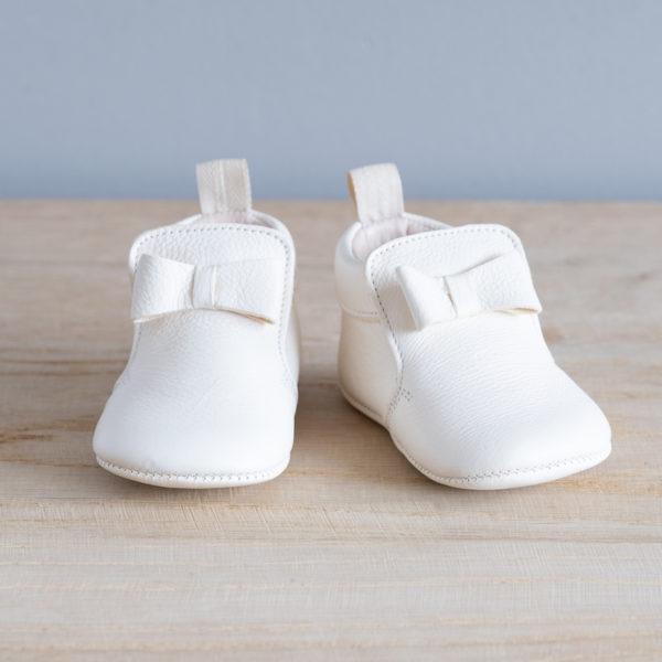 Chaussons bébé Arielle blanc en cuir souple vu face