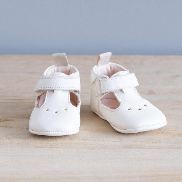 Chaussons bébé César blanc en cuir souple vu face