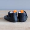 Chaussons bébé César bleu marine en cuir souple vu arrière