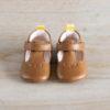 chaussons bébé César marron languette jaune en cuir souple vu de face