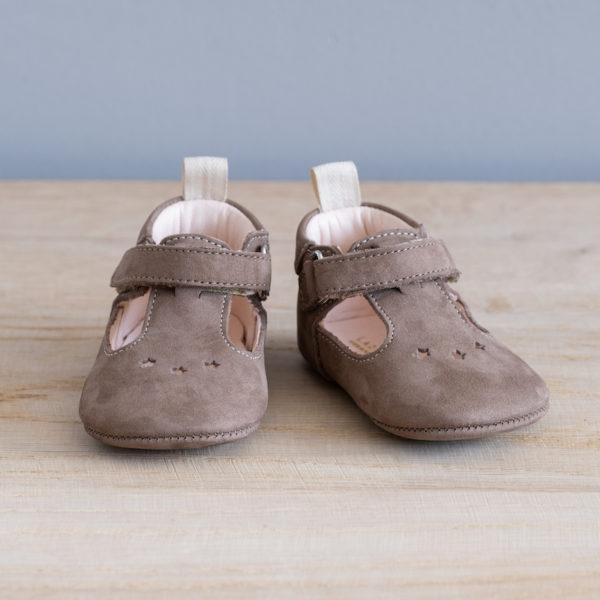 Chaussons bébé César taupe nubuck en cuir souple vu face