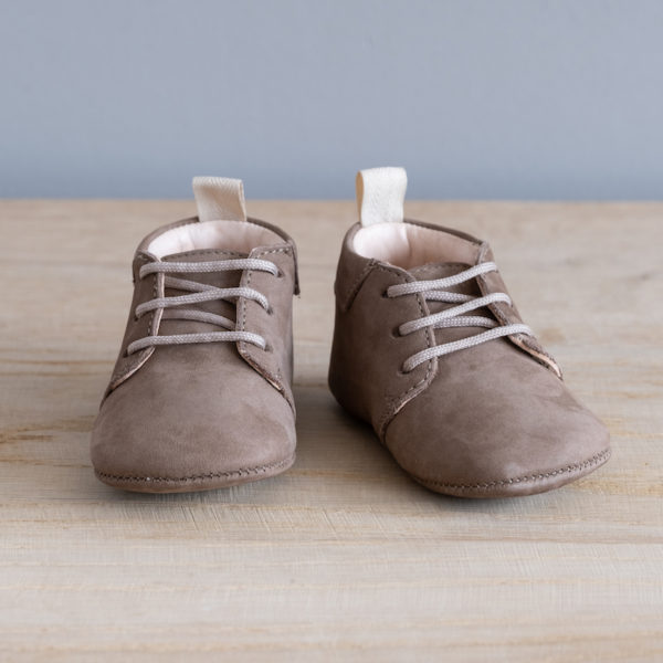 Chaussons bébé Colombe taupe nubuck