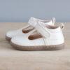Chaussures premiers pas Hippolyte blanc en cuir souple vu de coté