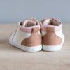 Chaussures premiers pas Alegria blanc cassé nude nubuck en cuir souple vu arrière