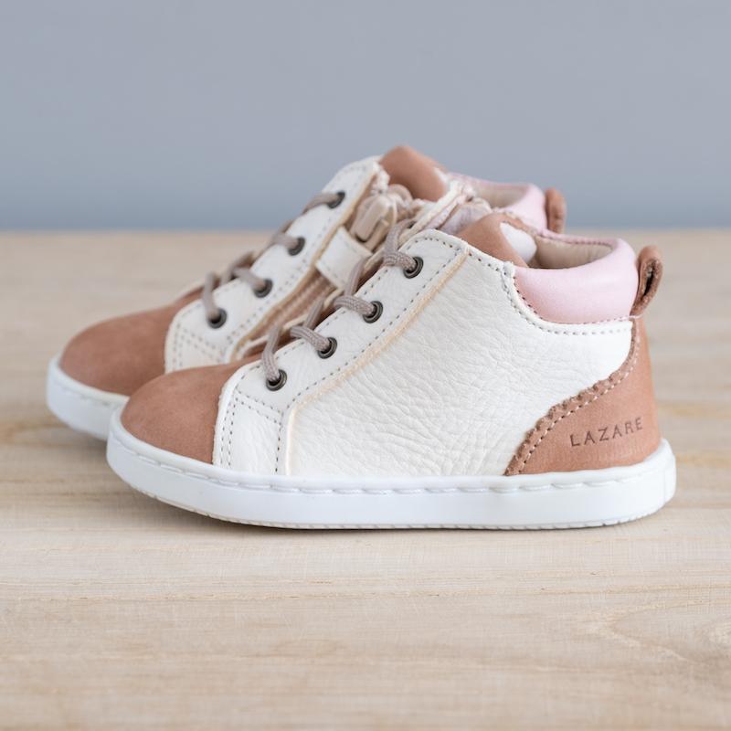 Chaussures premiers pas Alegria nue - blanc cassé en cuir souple vu de coté