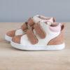 Chaussures premiers pas Mélodie blanc cassé rose en cuir souple vu de coté