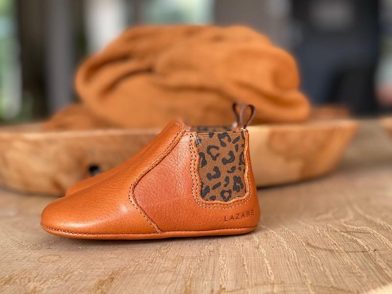 chaussons-bebe-cuir-souple-calvados-elastique-leopard-profil