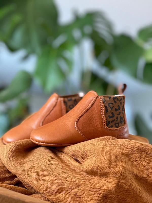 chaussons-bebe-cuir-souple-Oscar-calvados-elastique-leopard