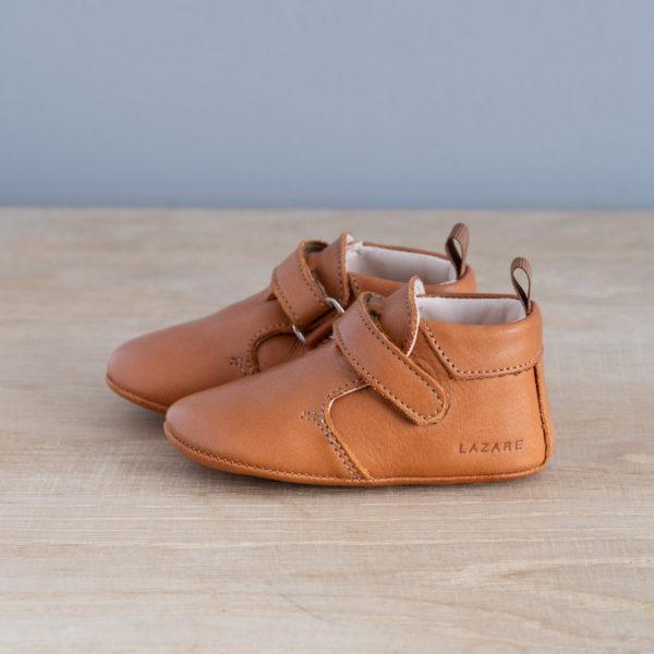 chaussons-bebe-cuir-achille-calavados-scratchs-vu-cote