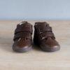 chaussures-premiers-pas-en-cuir-marron-chocolat-fermeture-a-scratchs-avec-semelle-souple-Lazare-chocolat-vu-de-face