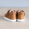 chaussures-premiers-pas-en-cuir-marron-fermeture-a-scratchs-avec-semelle-souple-Lazare-blanche-vu-arriere