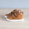 chaussures-premiers-pas-en-cuir-marron-fermeture-a-scratchs-avec-semelle-souple-Lazare-blanche-vu-sur-le-cote-extérieur
