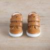 chaussures-premiers-pas-en-cuir-marron-fermeture-a-scratchs-avec-semelle-souple-Lazare-blanche-vu-du-dessus